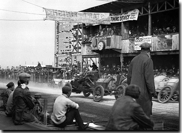 Foto de 26 de Novembro, e o primeiro GP americano – Dia 189 dos 365 dias dos mais importantes da história do automobilismo