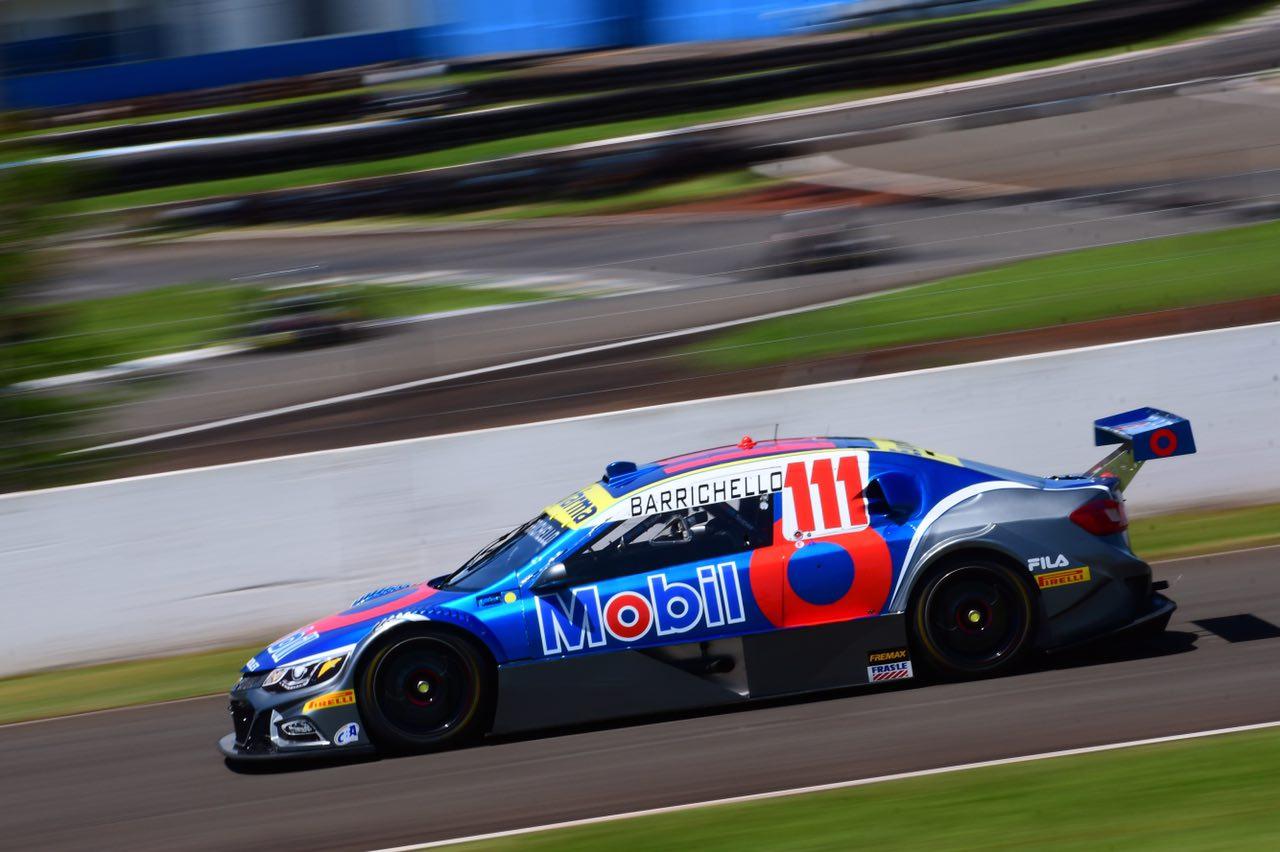 Photo of Rubens Barrichello vence na primeira prova em Londrina, após equipe de Fraga cometer erro