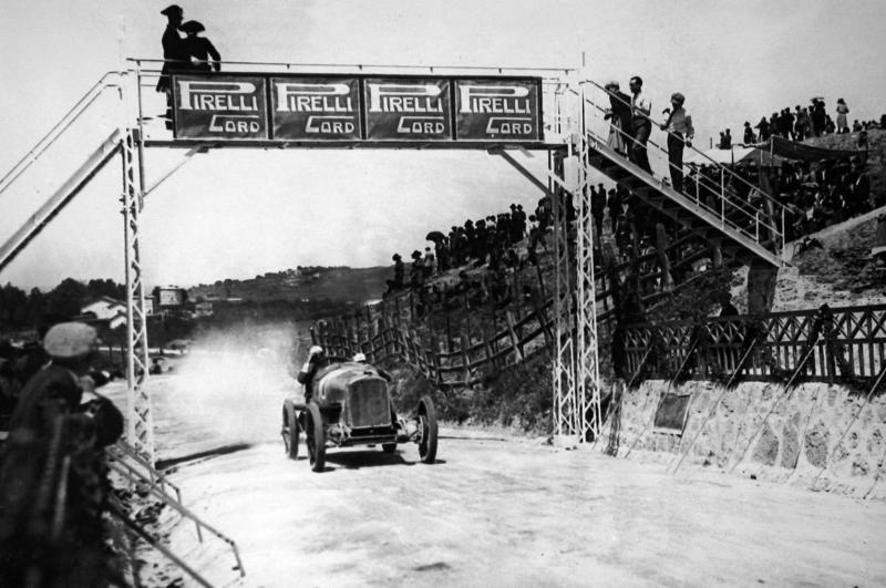 Foto de 23 de Novembro – Neve, Neblina e a Ré da Vitória – Dia 185 dos 365 dias mais importantes da história do automobilismo – Segunda Temporada.