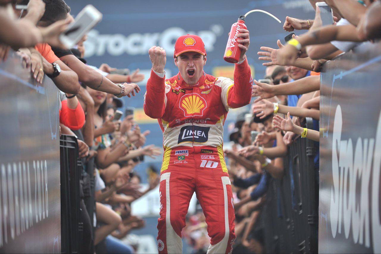 Photo of Ricardo Zonta surpreende vencendo a primeira prova, com um carro superior ao dos adversários