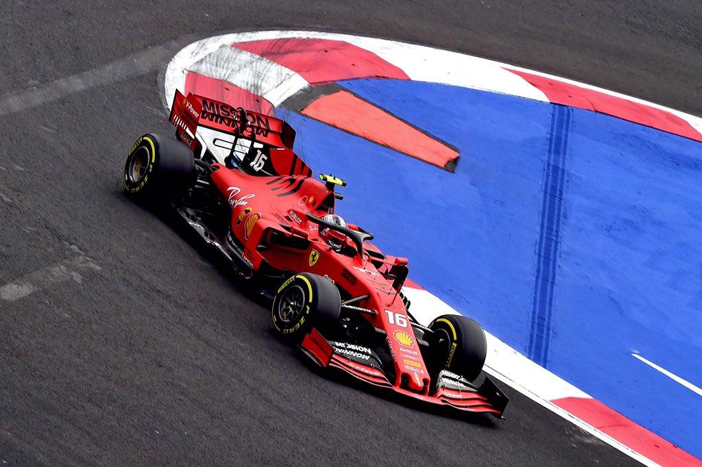 Foto de TL3 México – Com movimentação nos últimos minutos, Charles Leclerc é o líder em dobradinha da Ferrari