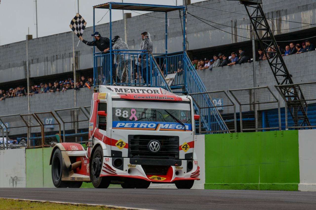 Foto de Beto Monteiro e Paulo Salustiano venceram a sétima etapa em Cascavel da Copa Truck