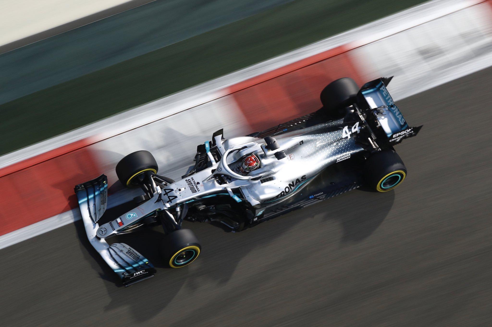 Foto de GP de Abu Dhabi – Hamilton fecha temporada em grande estilo, Verstappen e Leclerc travam disputa intensa por segundo lugar