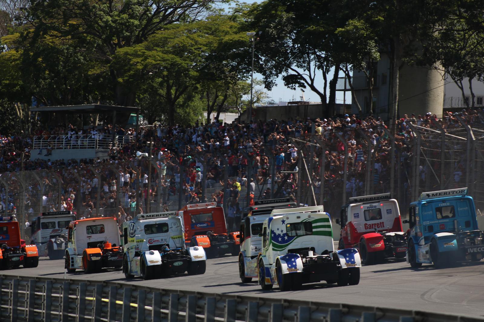 Foto de Galeria de fotos da Corrida 01 da Copa Truck em Interlagos, fotos de Deborah Almeida