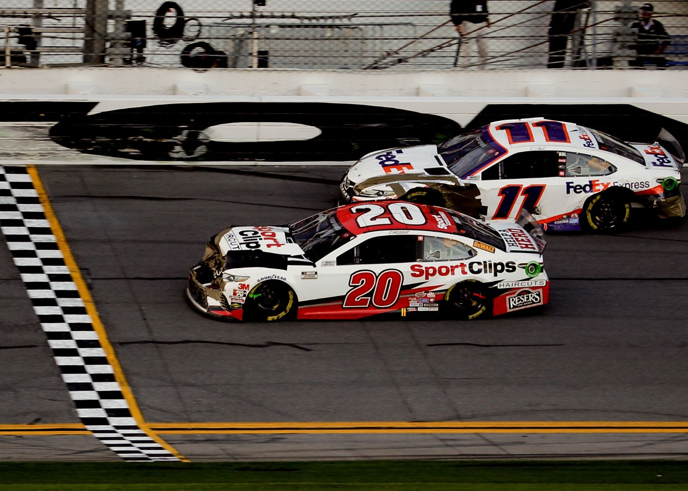 "Photo of Pit-Stop Drops: Erik Jones vence a ""Batalha dos Remendos"" no Clash de Daytona"