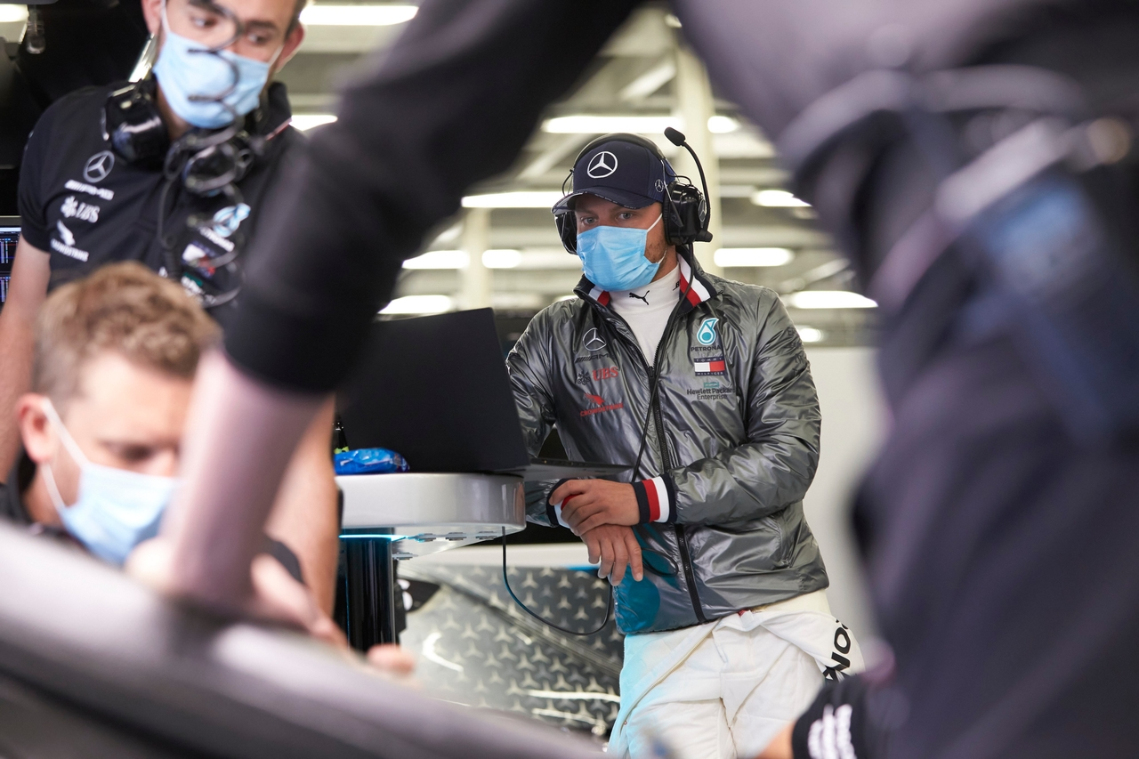 "Photo of Mercedes realiza testes em Silverstone e já mostra ""o novo normal"""
