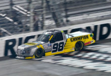 Photo of NASCAR Truck Series: Enfinger atropela no fim e lidera trifeta da ThorSports