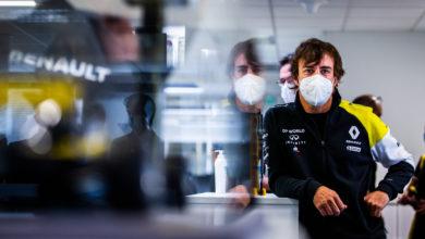 Foto de Fernando Alonso está pressionando a Renault para os testes do carro de 2022