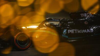Foto de Hamilton confirma a 98ª pole, após desempenho imbatível no Bahrein