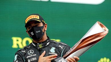 Foto de Lewis Hamilton acaba com o mistério e assina com a Mercedes para disputar a temporada 2021