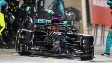 Foto de Mercedes erra feio no pit-stop após confusão no rádio