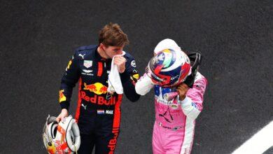 Foto de Sergio Pérez, Alex Albon e a Red Bull